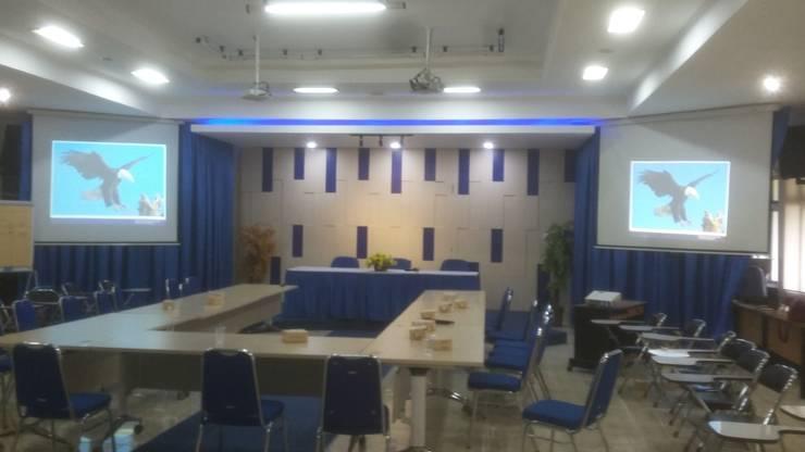 RUANG SERBAGUNA BEA DAN CUKAI PALEMBANG :  Study/office by MODE KARYA