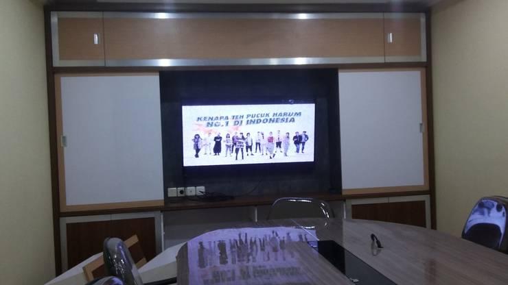 Backdrop Meeting Room :  Study/office by MODE KARYA