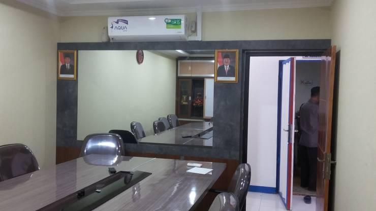 Meeting Room :  Study/office by MODE KARYA