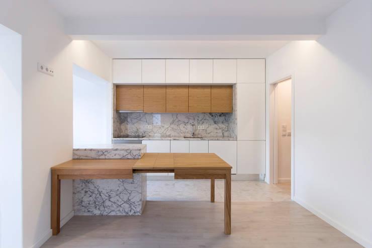 Cozinha : Salas de estar  por BL Design Arquitectura e Interiores