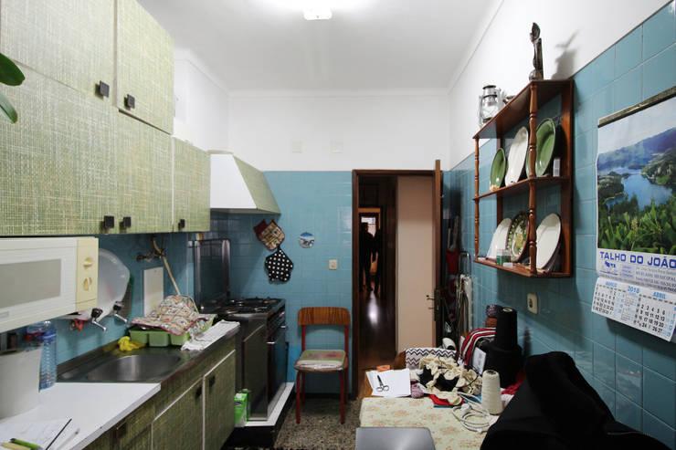 Cozinha Antes:   por BL Design Arquitectura e Interiores