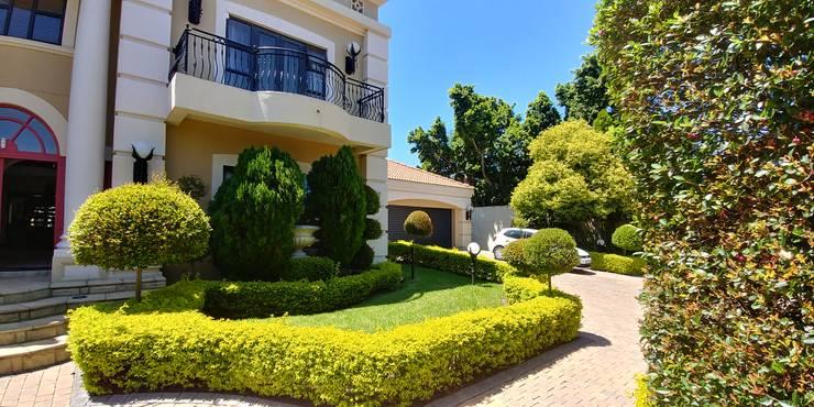 Family Residence in Morningside, Sandton, Johannesburg, South Africa.:   by Lance Fulton Architect (Pty) Ltd