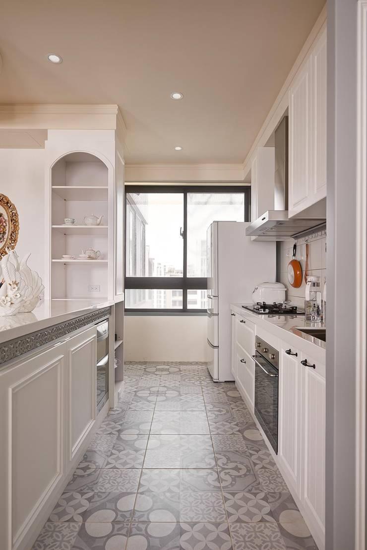 琴音繞樑~ 舊藏新裝~ 新古典的新風情 :  廚房 by 趙玲室內設計