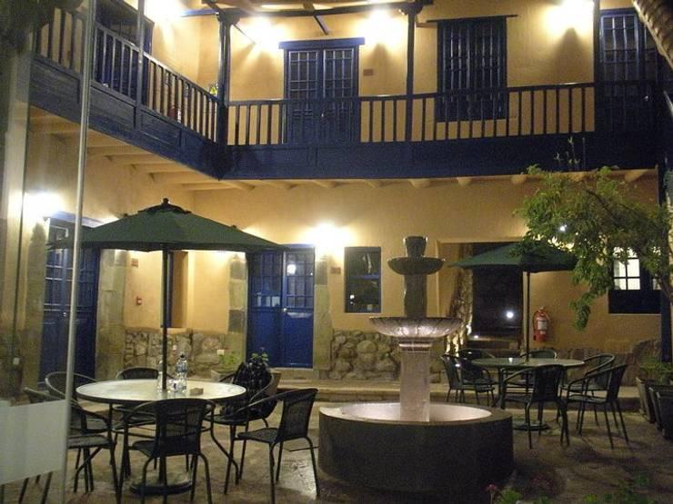 Terraza y balcon: Balcón de estilo  por Rodrigo León Palma,