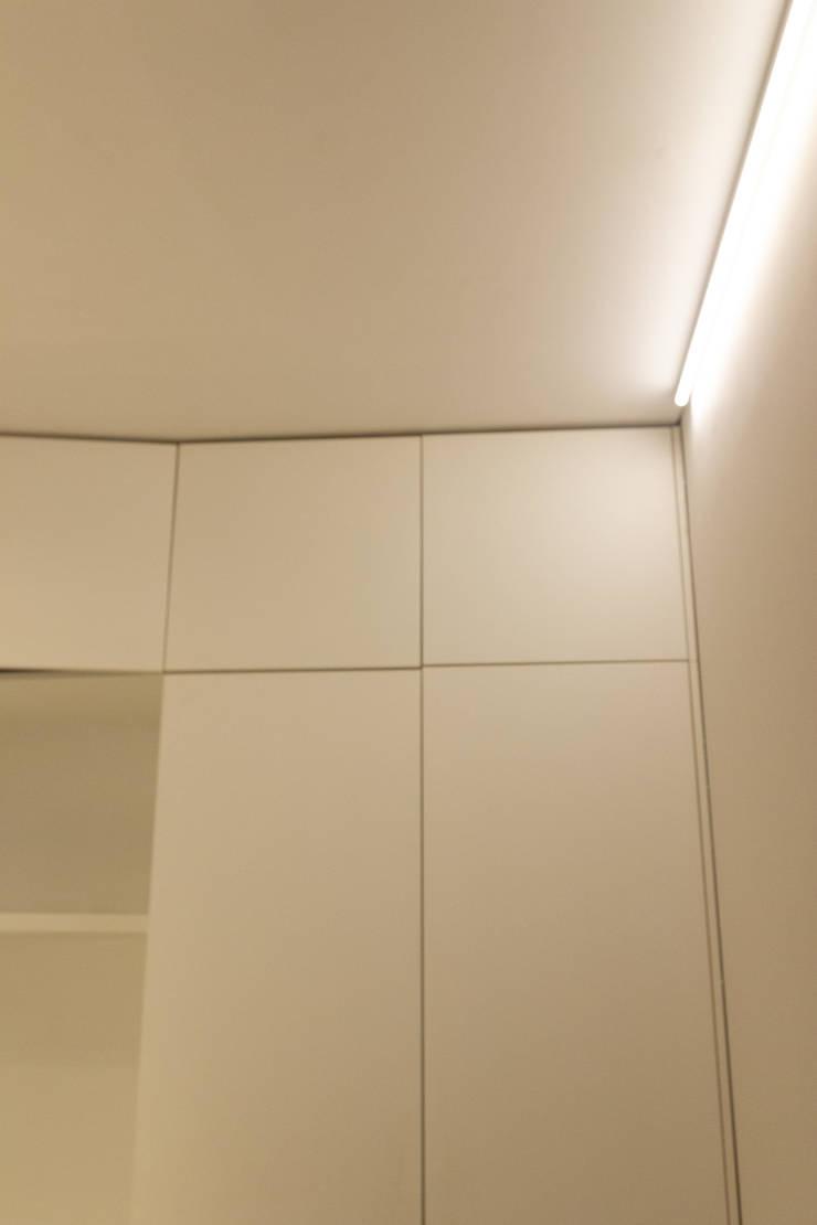 강남구 신사동 오페라갤러리 서울: 그리다집의  ,