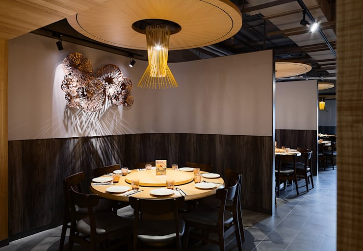 饗泰多 泰式風格餐廳桃園店:  餐廳 by 伊歐室內裝修設計有限公司