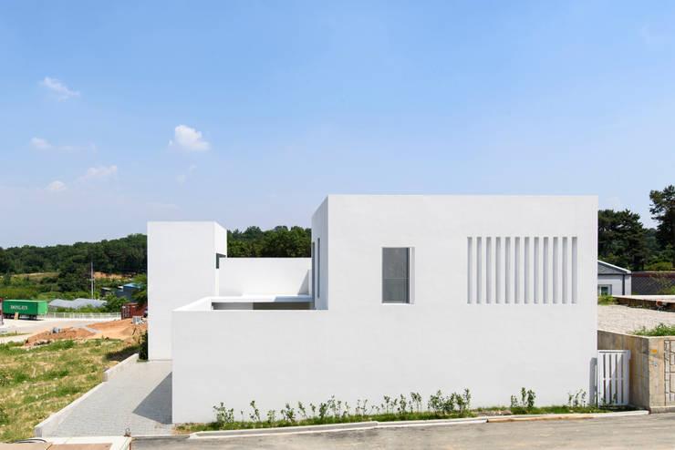 Lighthouse Residence: Lee Jae Architects의  주택,