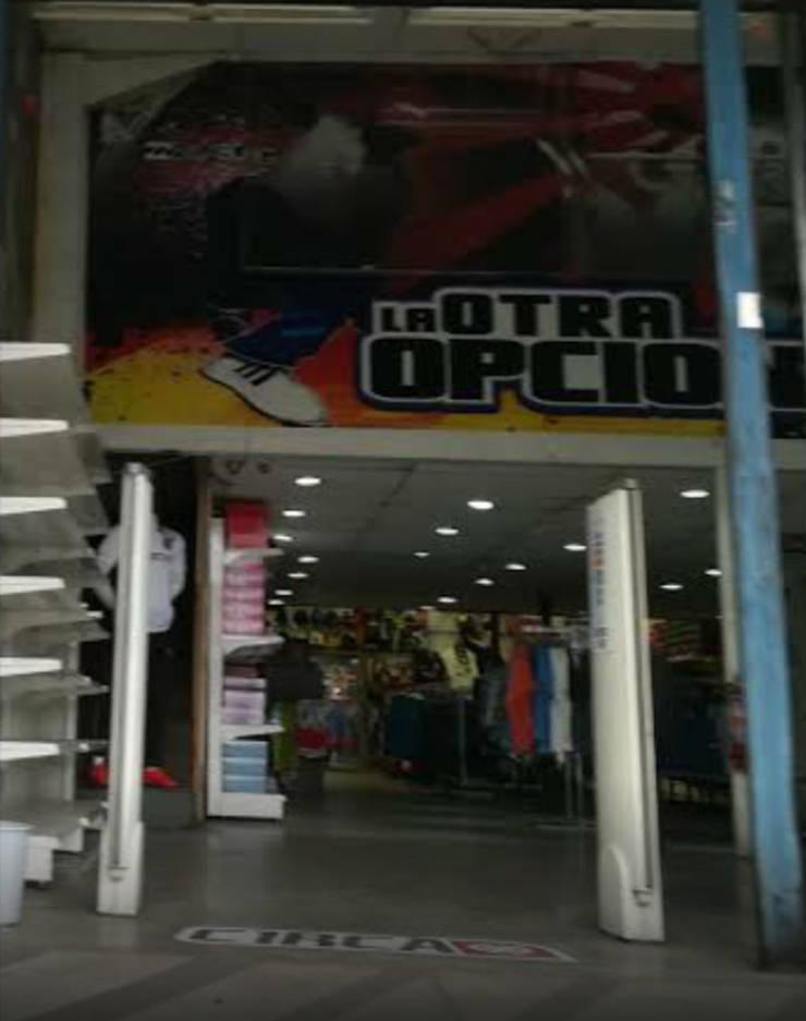 Local Comercial Av. José Miguel Carrera: Espacios comerciales de estilo  por Fercap Construcciones