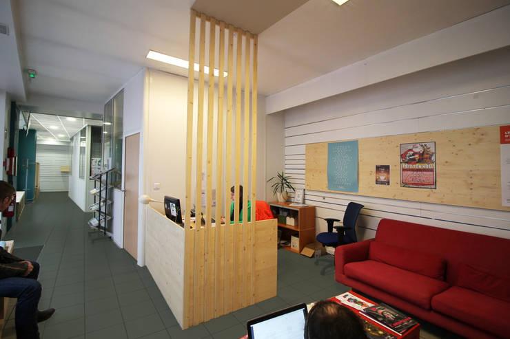 AMENAGEMENT DE BUREAUX A STRASBOURG: Bureau de style  par Agence ADI-HOME