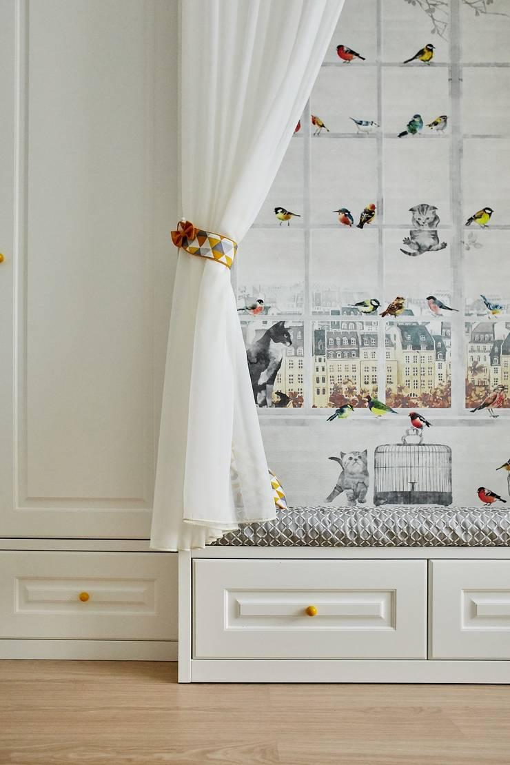 Детская комната для девочки в скандинавском стиле: Спальни для девочек в . Автор – ARTWAY центр профессиональных дизайнеров и строителей, Скандинавский