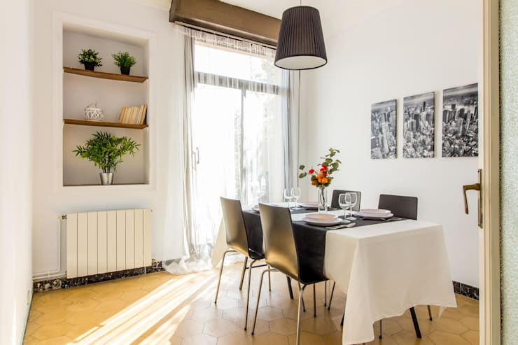 Home staging con muebles de cartón en un piso de herencia: Comedores de estilo  de Impuls Home Staging en Barcelona, Moderno