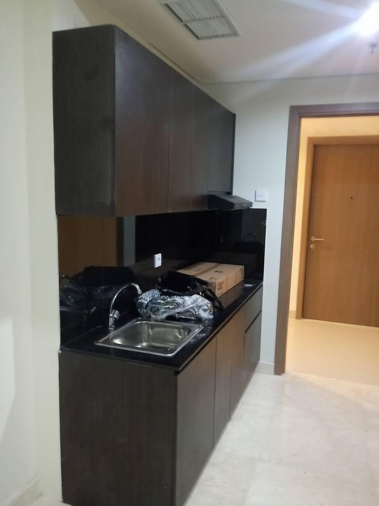Kitchen set (Sebelum) :   by Tatami design