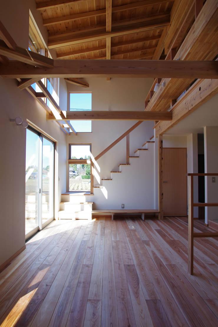 Ruang Keluarga oleh 環境創作室杉, Minimalis