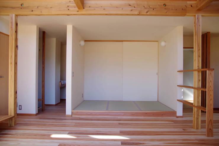 Ruang Multimedia oleh 環境創作室杉, Minimalis