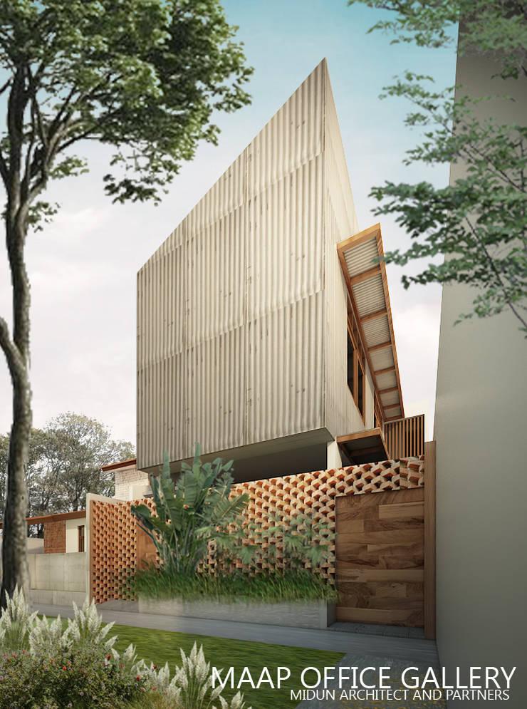 rajawali house:  Rumah by midun and partners architect