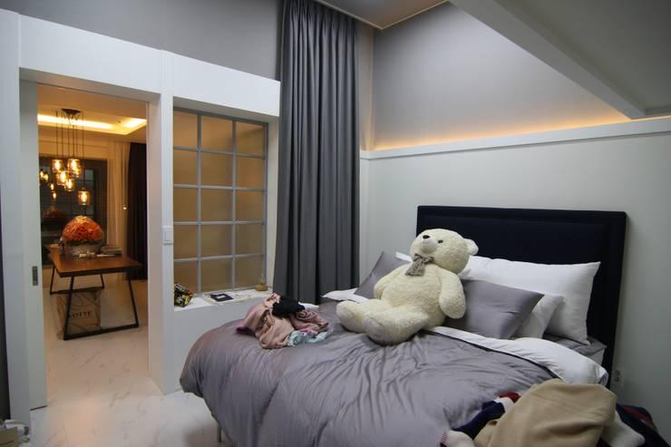 침실인테리어: 아이엘아이 디자인 아틀리에의  침실