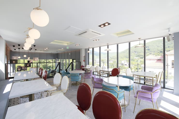 랑스카페  2층: IDA - 아이엘아이 디자인 아틀리에의  사무실 공간 & 가게,