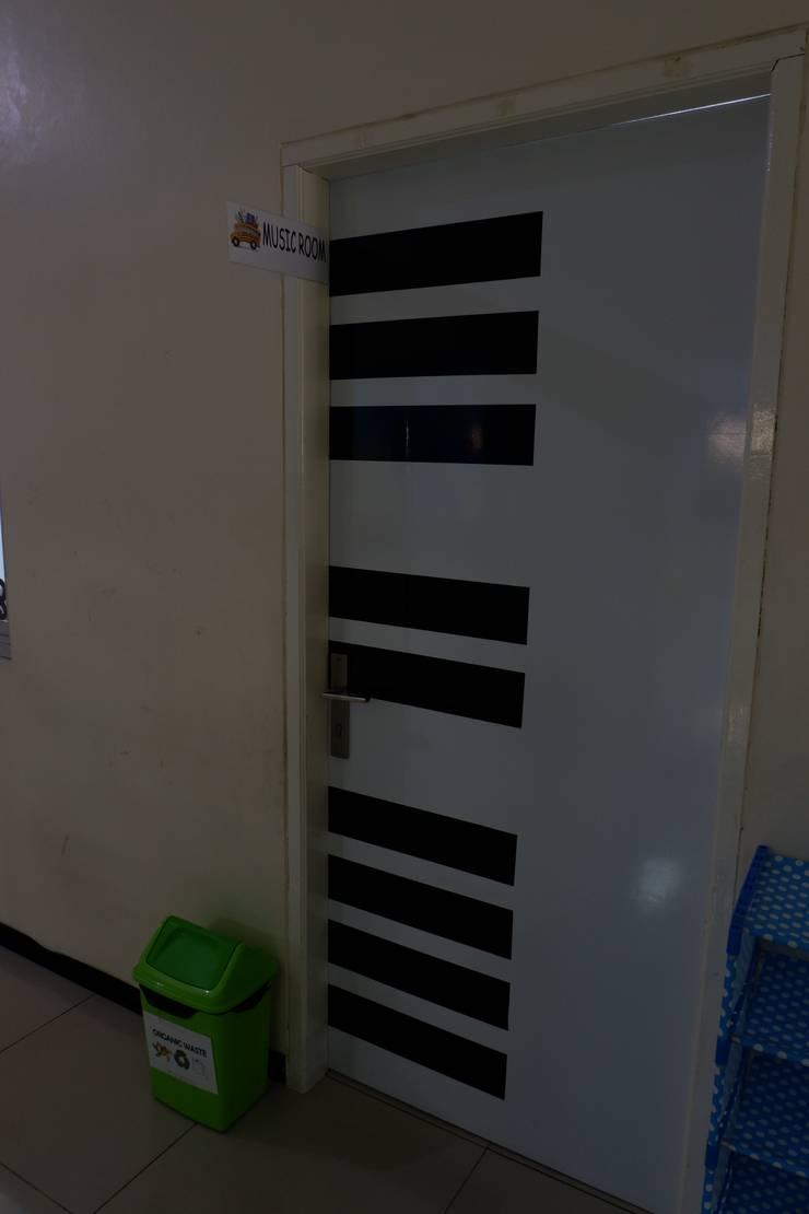 Pintu (Motif Piano) :  Sekolah by Tatami design