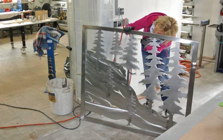 Finsharbeiten:   von Edelstahl Atelier Crouse - individuelle Gartentore