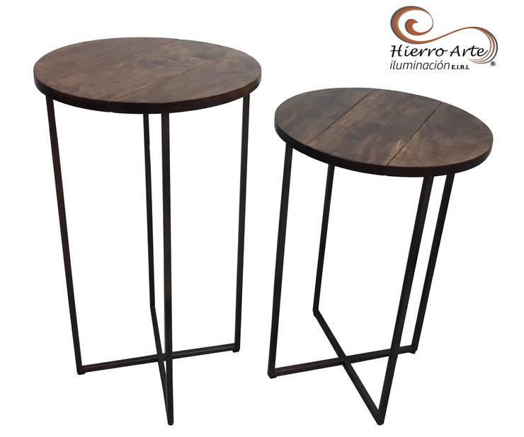 Mesas auxiliares base de hierro y tope de madera ME0016 y ME0017: Salas/Recibidores de estilo  por Hierro Arte Iluminación EIRL