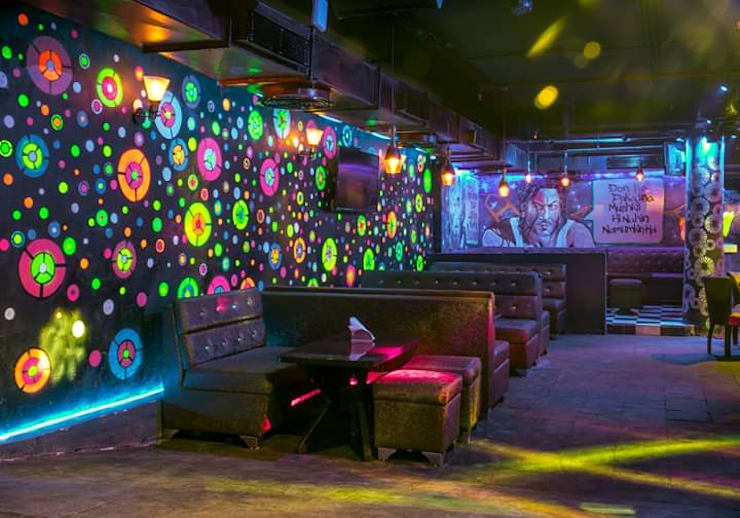 Pub cafe restaurant interior:  Bars & clubs by Katoch Infracity India Private Limited