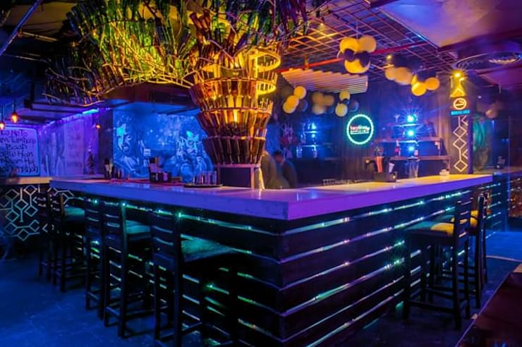 Cafe pub restaurants interior:  Bars & clubs by Katoch Infracity India Private Limited
