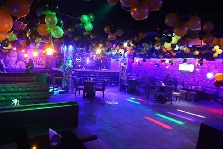Restaurant interior work:  Bars & clubs by Katoch Infracity India Private Limited