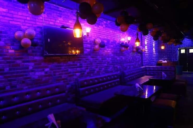 Restaurant interior design:  Bars & clubs by Katoch Infracity India Private Limited
