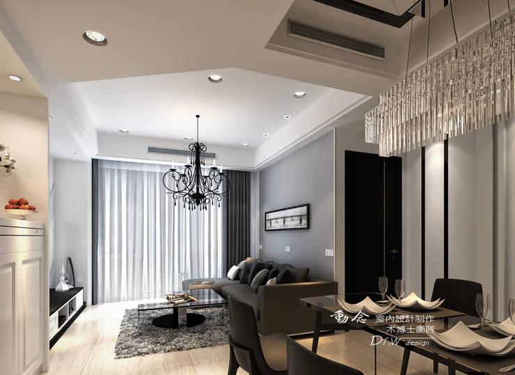 灰色沙發背牆:  客廳 by 木博士團隊/動念室內設計制作