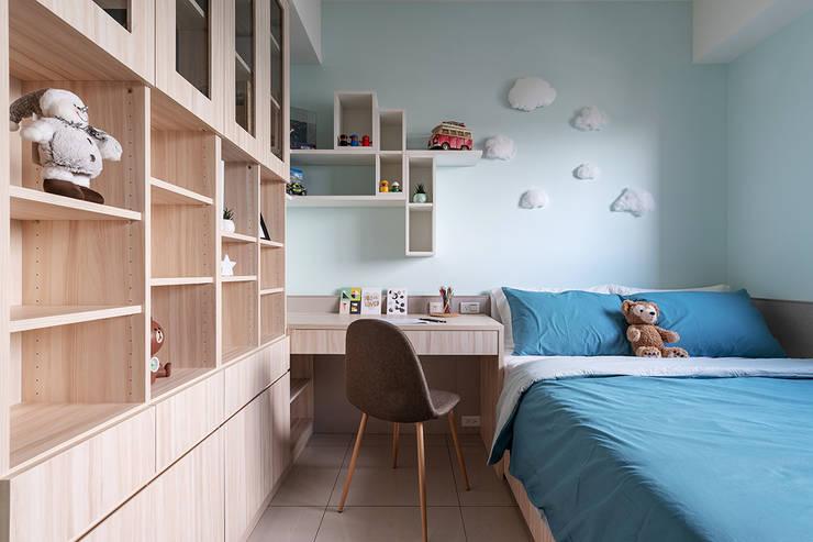 溫馨成家-及第好悅:  嬰兒房 by 富亞室內裝修設計工程有限公司