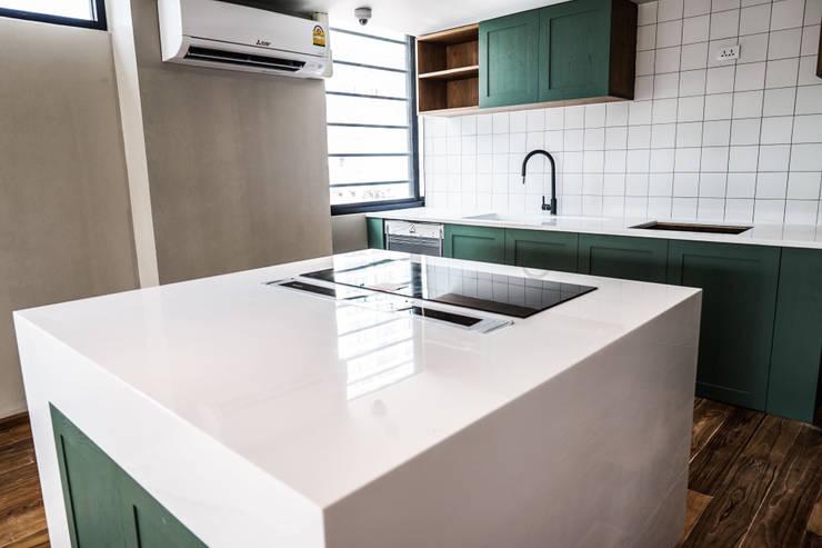 Island ท็อปหินสังเคราะห์สีขาว:  ห้องครัว by Believer Productions Co., Ltd