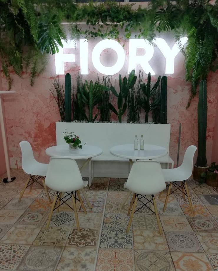Stand Fiory: Espacios comerciales de estilo  por Decó ambientes a la medida