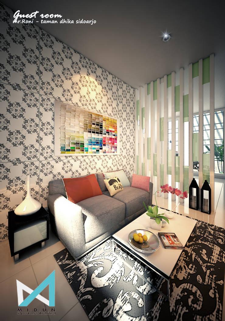 RN HOUSE:  Ruang Keluarga by midun and partners architect