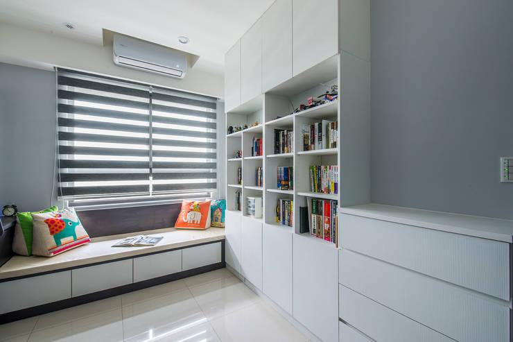 沉穩大氣-將捷家和:  嬰兒房/兒童房 by 富亞室內裝修設計工程有限公司