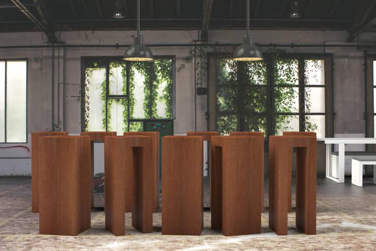 Sokkel Cortenstaal open gewerkt:  Tuin door sokkel en zuilen