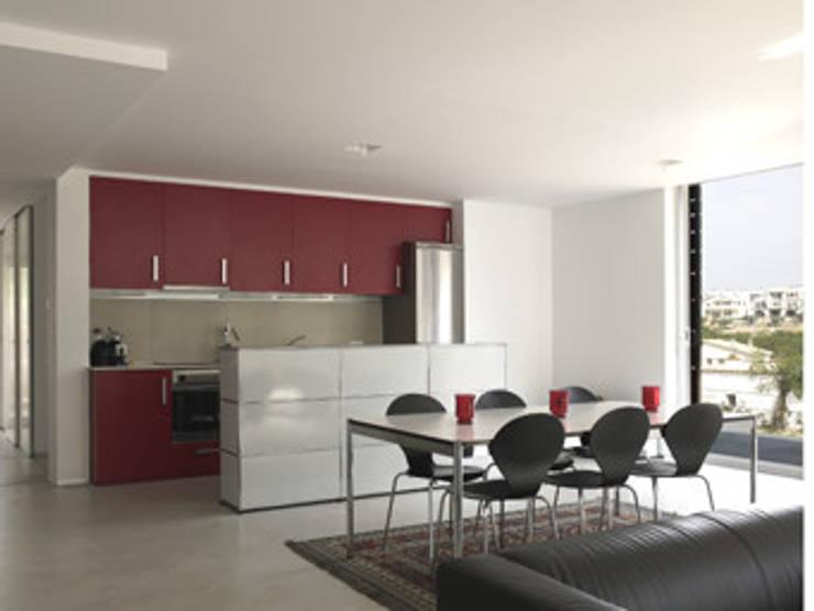 Centro vivienda –Interior-Exterior NE. Comedor – Cocina - Zona Yang: Cocinas integrales de estilo  de Arpa'Studio Arquitectura y Feng Shui