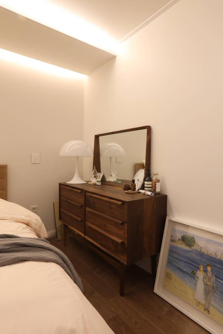 Bedroom by 카멜레온디자인, Modern