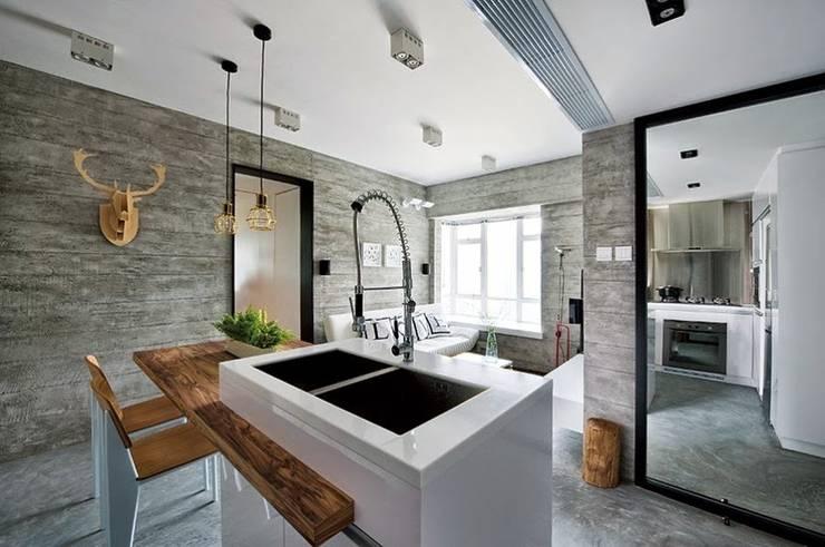 Diseños de Imagen: Cocinas equipadas de estilo  por Company Yei