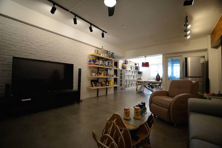 輕工業風活潑住家設計:  客廳 by 大觀創境空間設計事務所