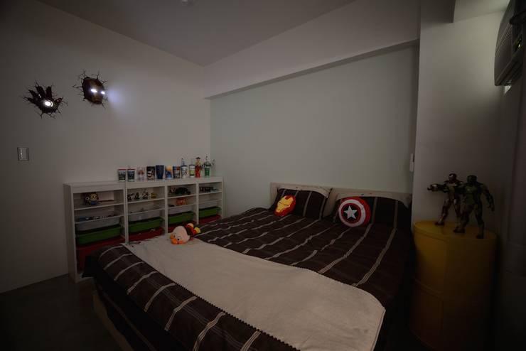 輕工業風活潑住家設計:  嬰兒房/兒童房 by 大觀創境空間設計事務所