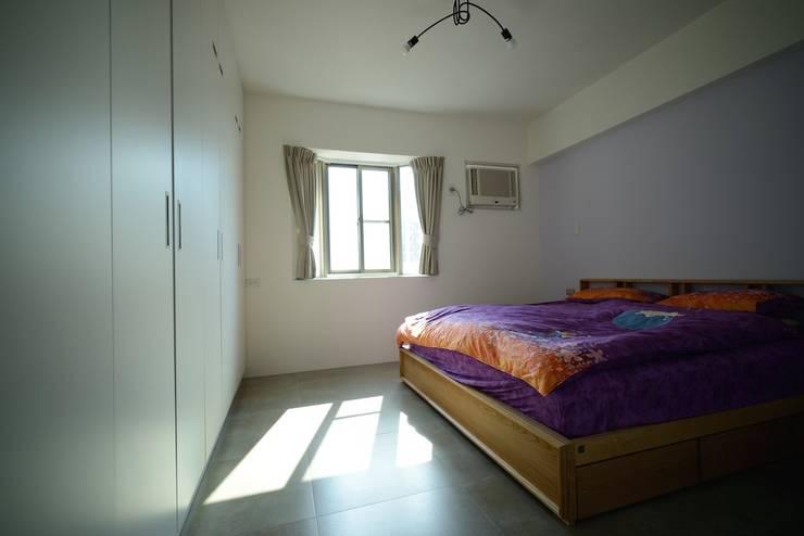 輕工業風活潑住家設計:  臥室 by 大觀創境空間設計事務所