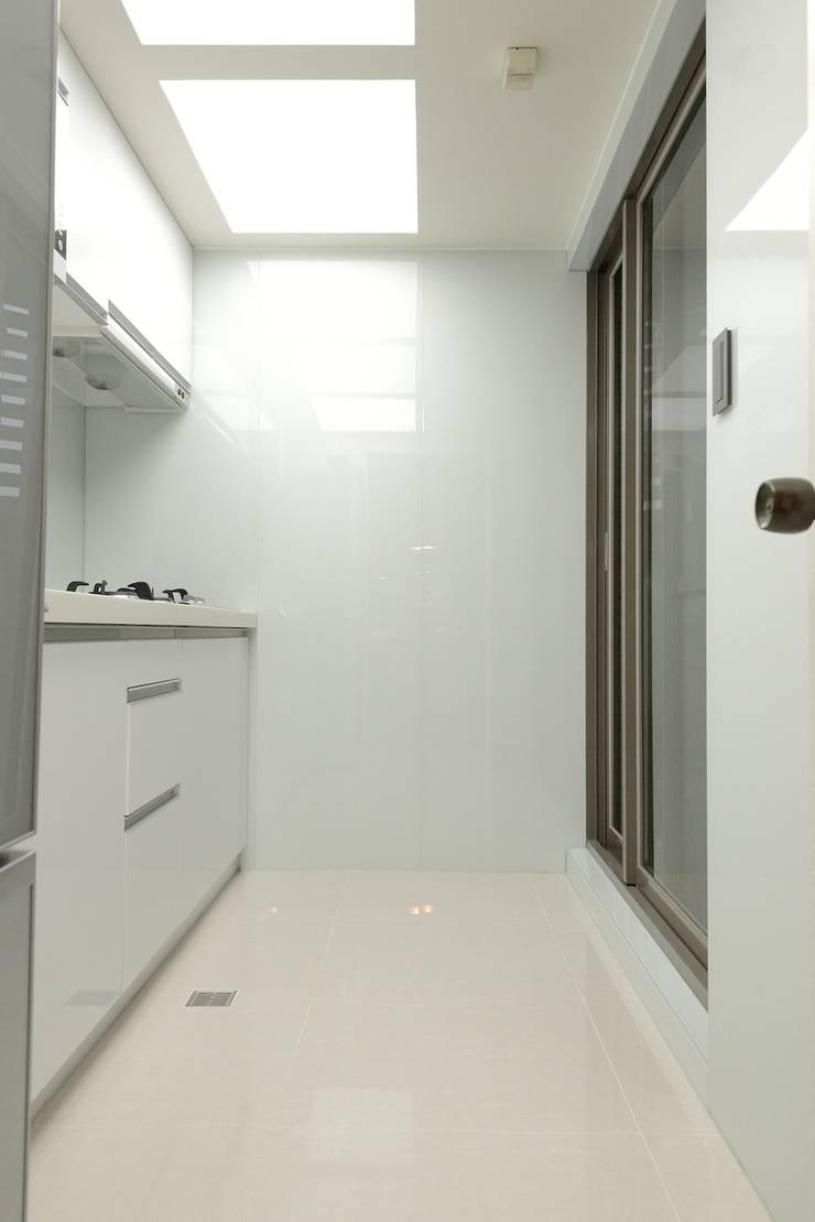 蘋果綠意北歐風:  廚房 by 大觀創境空間設計事務所