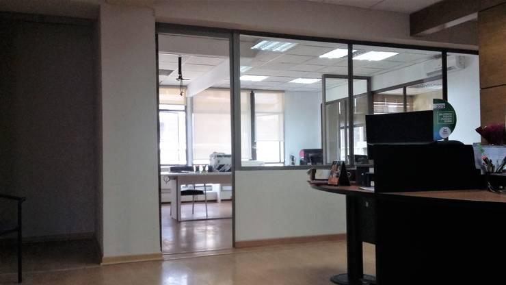 HABILITACION OFICINAS CPECH: Estudios y biblioteca de estilo  por AOG
