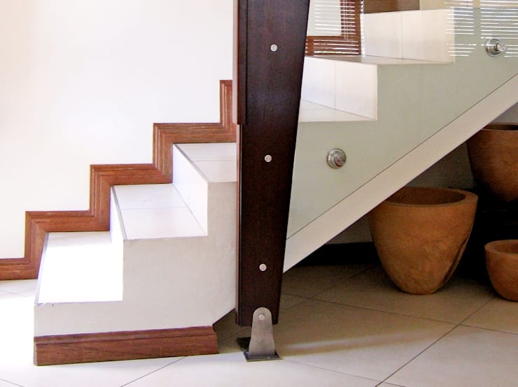 Staircases:  Corridor, hallway & stairs  by REIS