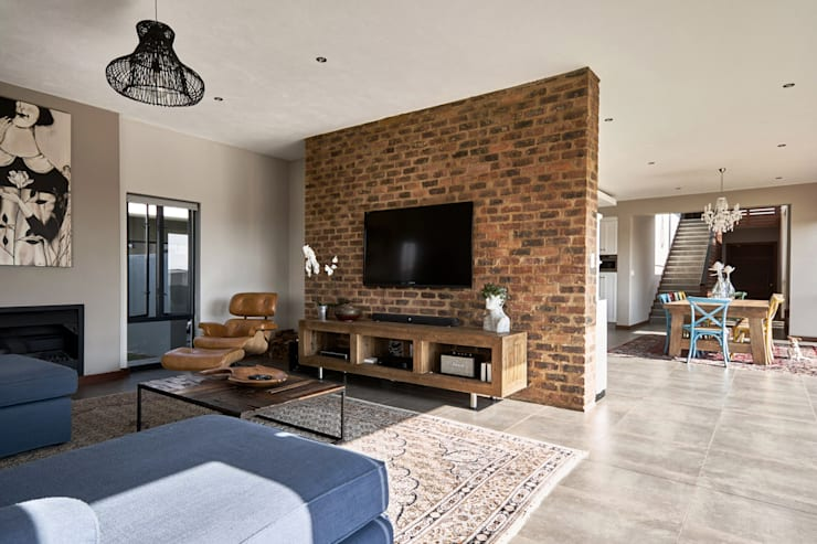 House BP:  Living room by KA.Architecture+Design