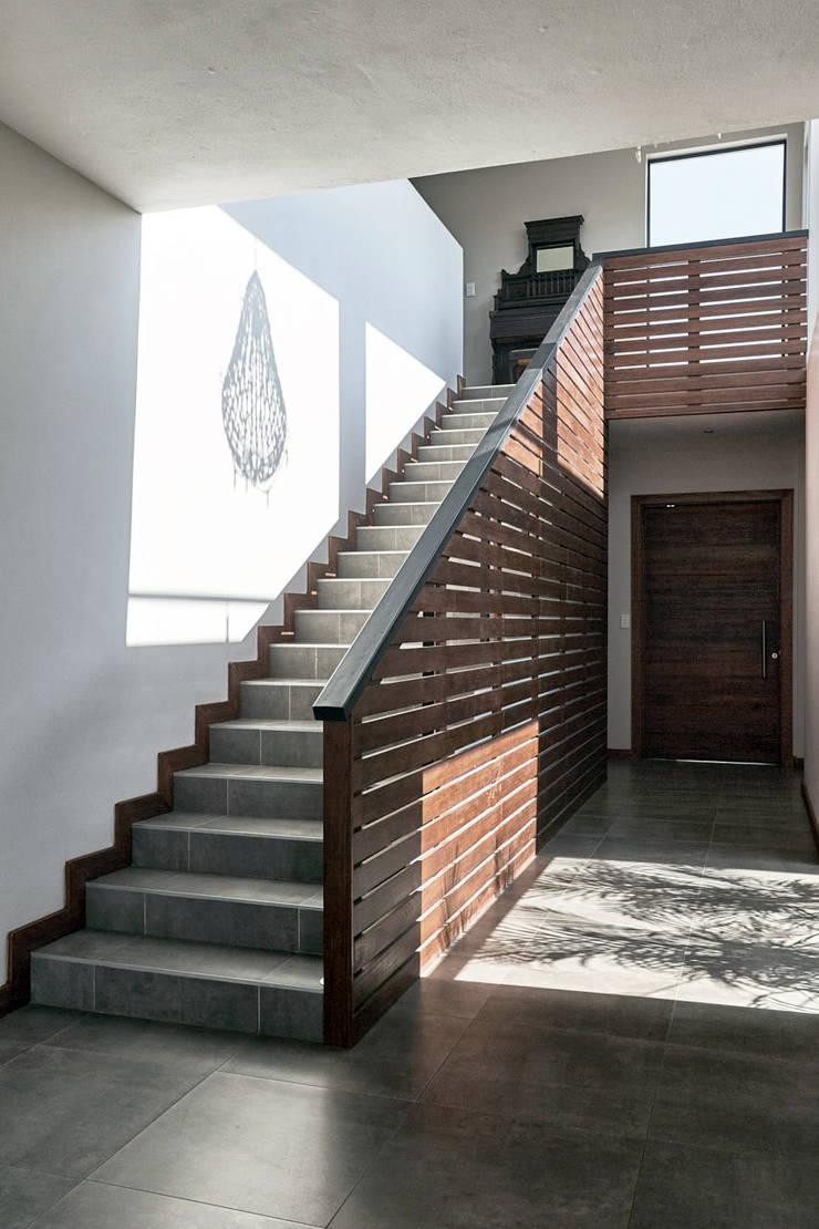 House BP:  Corridor & hallway by KA.Architecture+Design