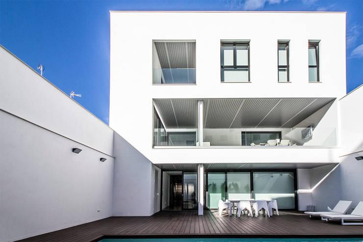Rumah oleh DonateCaballero Arquitectos, Minimalis