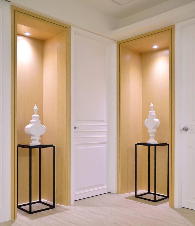 美式風格居家空間:  走廊 & 玄關 by 大觀創境空間設計事務所