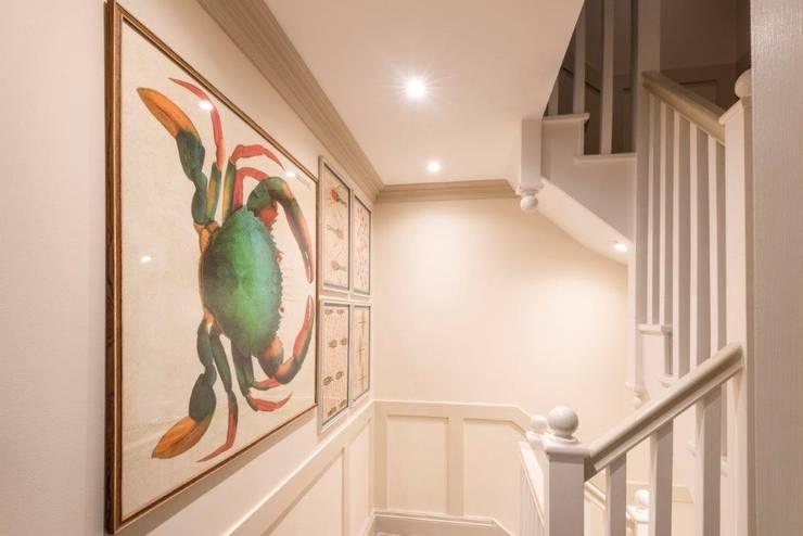 Knightbridge renovation:  Corridor & hallway by Prestige Architects By Marco Braghiroli