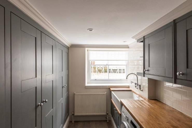 Knightsbridge Townhouse :  Kitchen by Prestige Architects By Marco Braghiroli